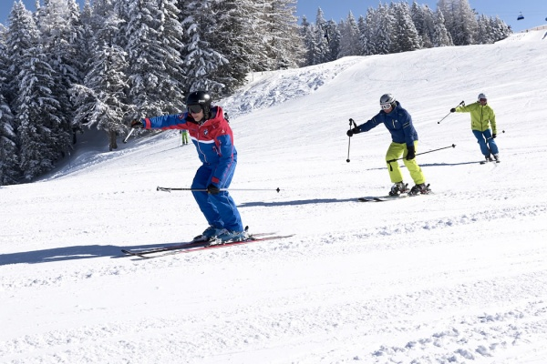 Adult ski course in the ski resort Alpendorf / St. Johann in the Pongau
